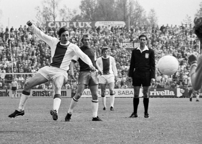 Johan Cruijff (1947-2016), Neerlands beste voetballer ooit. (Rijksfotoarchief: Fotocollectie Algemeen Nederlands Fotopersbureau ANEFO)
